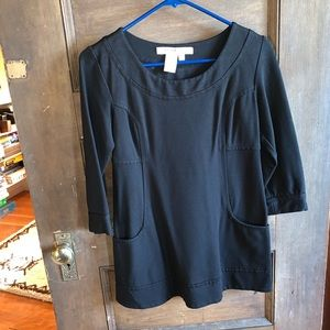 Black top with small pockets